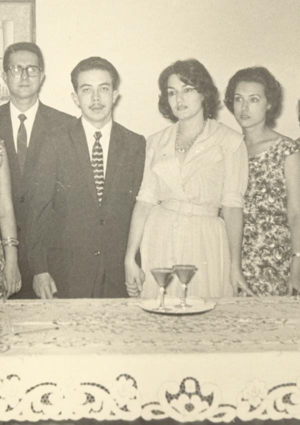 Brindis de la boda. De izquierda a derecha, Roberto Branly, yo, Ofelia y mi cuñada Alicia Gronlier. 1960.