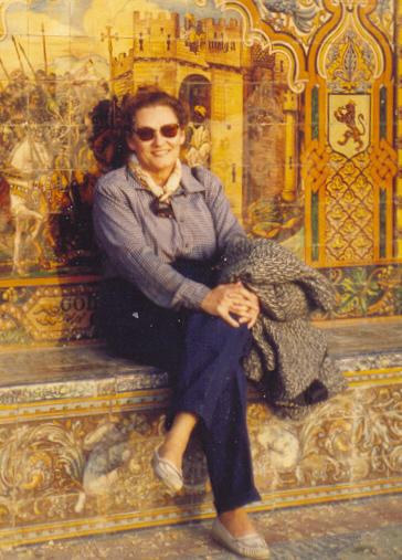 Ofelia retratada por mi en el Parque de Maria Luisa. Sevilla, 1992.