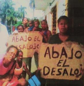 Familias pobres de La Habana protestan por los desalojos de que son víctimas. Centenares de desalojos se han producido en Cuba en lo que va de año.