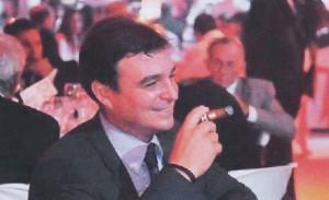 """Antonio Castro: """"aires de playboy, aficionado a los cigarros finos, al vino blanco de marcas inalcanzables, ganador de un 'concurso internacional de golf' en Varadero""""."""