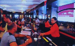 El recién reabierto bar Sloppy Joe's, uno de los iconos del nuevo glamour habanero.