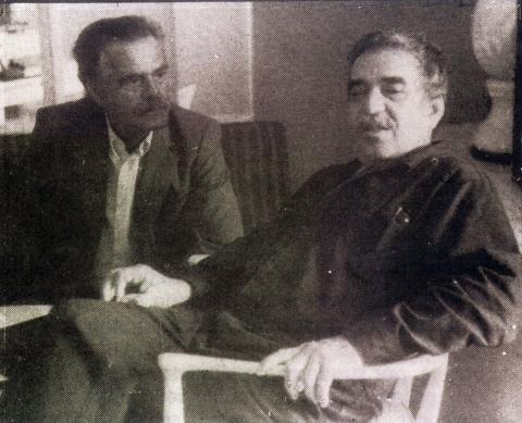 Gabriel García Márquez y José Lorenzo Fuentes en el Hotel Riviera. La Habana,1982.  Foto: Lida Rodríguez.
