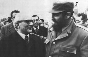 Honecker es recibido por Castro en La Habana.