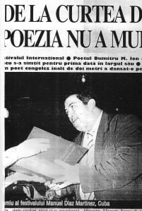 Momento en que me entregaban el premio. Recorte de un periódico rumano.